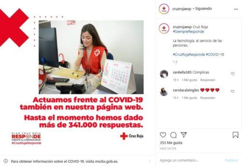 Mujer trabajando en la campaña de Cruz Roja Responde
